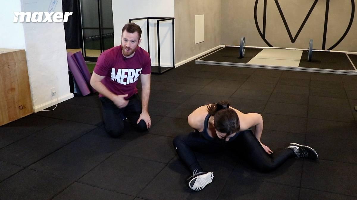 Mens du holder overkroppen rank, kan du læne dig ud mod siden for at fokusere på den interne rotation i hoften.