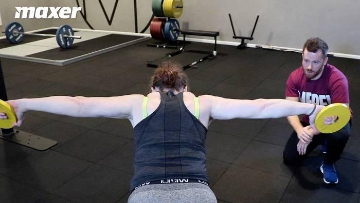 T træner musklerne mellem dine skulderblade.