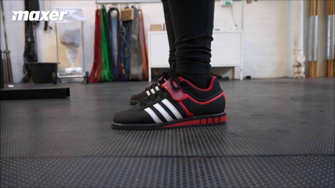 Balancen på fødderne i squat bør være omtrent 60-70% på hælene og 30-40% på forfoden.