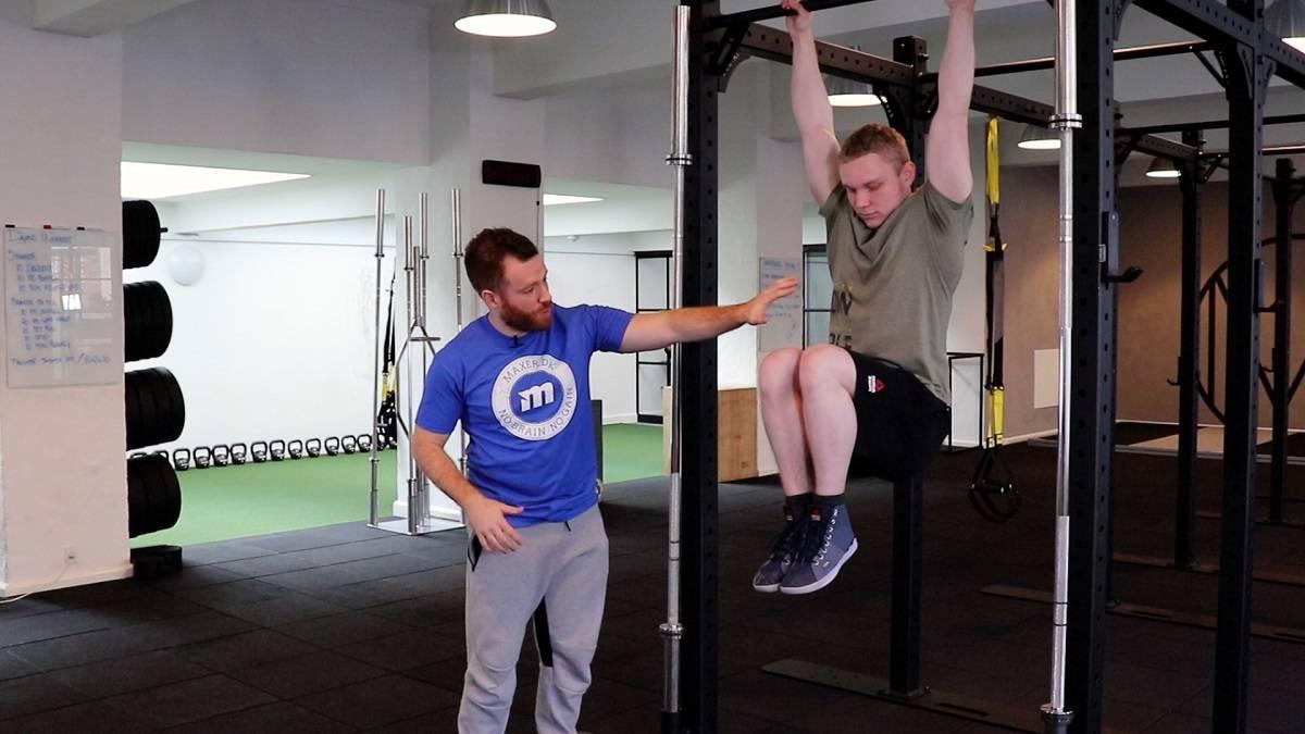 Hængende benløft er ikke blot en god maveøvelse, men træner også dine hoftebøjere.