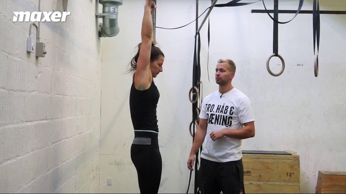 Passive hangs hjælper dig til at få mere fleksion i skulderen.