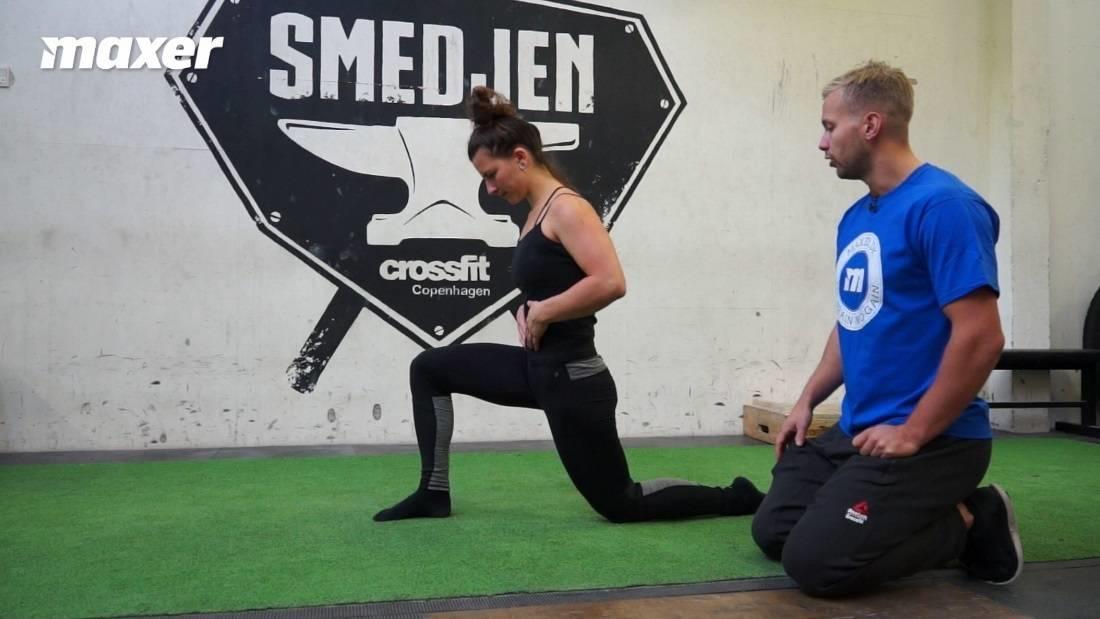 Med dette aktive hofte-lår stræk arbejder du målrettet med at strække din hoftebøjere.