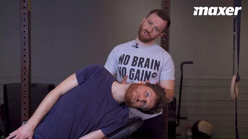 Hovedløft træner din evne til at bevæge nakken i forskellige retninger og er god mod spændinger i nakke og hals.