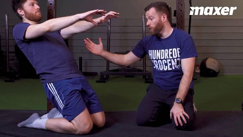 Knælende leg extension er en god styrkeøvelse med kropsvægt for låret og knæet.