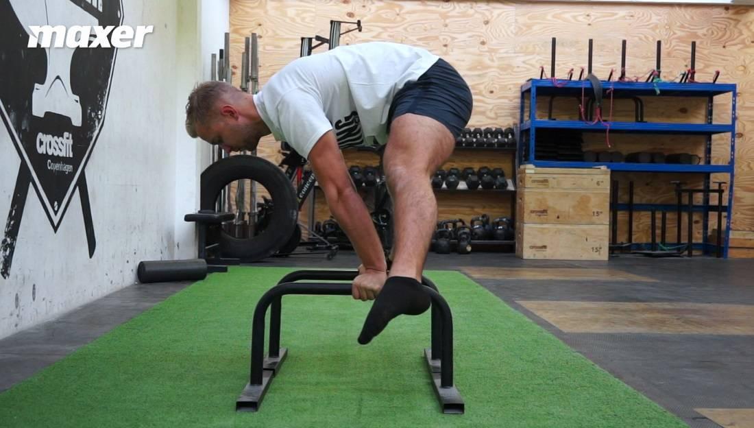 Planche med strakte ben kan også laves med runding i ryggen for at være mere sammenfoldet.
