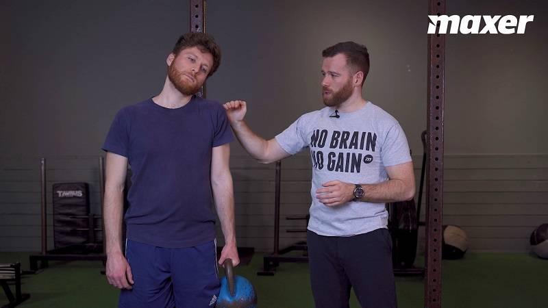 Shrugs med 1 arm hoved mod skulder er en stræk- og styrkeøvelse for din nakke.