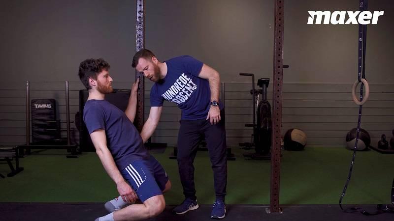 Sissy squat træner især dine forlår og knæ, men også din evne til at holde spændet i hoften.