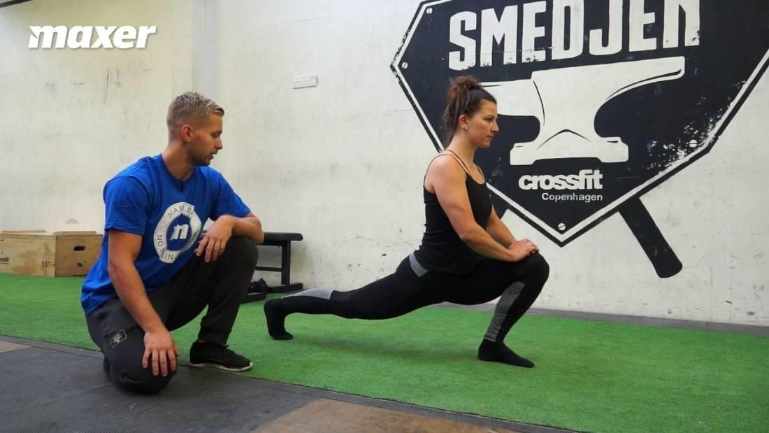Med dette split squat stræk har du stort fokus på at strække hoftebøjerne på det bagerste ben.