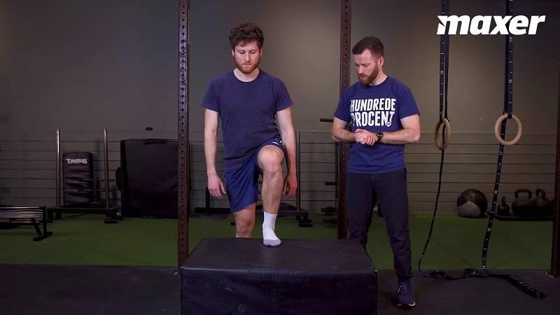 Stepups minder om at gå på trapper - med høje trin - og giver god træning er lår og knæ.
