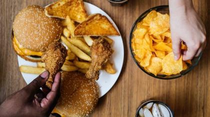 Overvægt og fedme er et så problem, at der tales om en fedmeepidemi. Der er mange årsager bag og her diskuterer vi en række af dem.