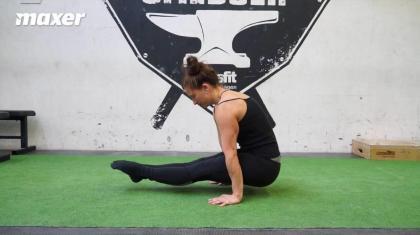 L-sit (katete) opbygger din skulderstabilitet, styrke i maven og hoftebøjerne.