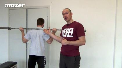 Krydsspænd i squat kan hjælpe dig til en mere rigid overkrop - og dermed flere kg på stangen.