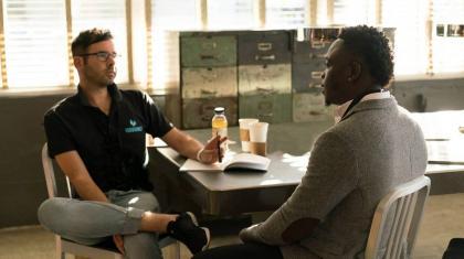 Motivational interviewing (MI) kaldes på dansk den motiverende samtale eller motivationssamtalen.