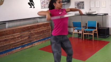I stå træk lærer du bevægebanen og timingen til snatch.